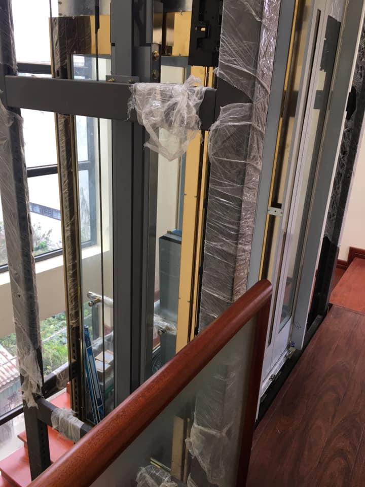 khung thang máy vách kính